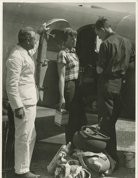 Amelia_Earhart_in_Darwin_on_28_June_1937