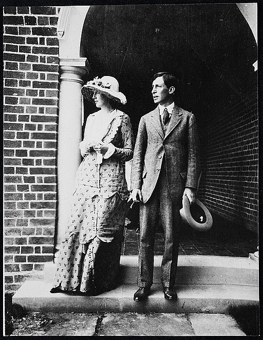 Virginia Woolf and her husband.jpg